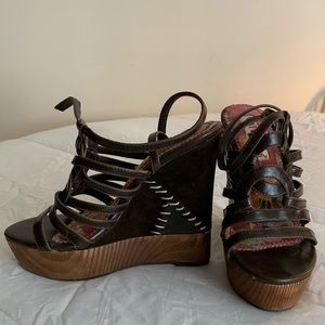 NWB Two Lips Brown Wedges Size 7